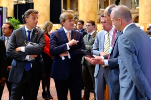 King Willem-Alexander and Foreign Minister Koenders visit Smart Society Services